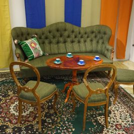Grön soffa + 3 stolar