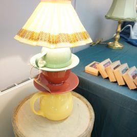 Lampa av återbrukat porslin