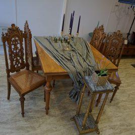Möbelgrupp (bord + 4 stolar)