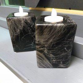 Ljusstakar i svart och silver