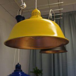 Taklampa i gult och koppar